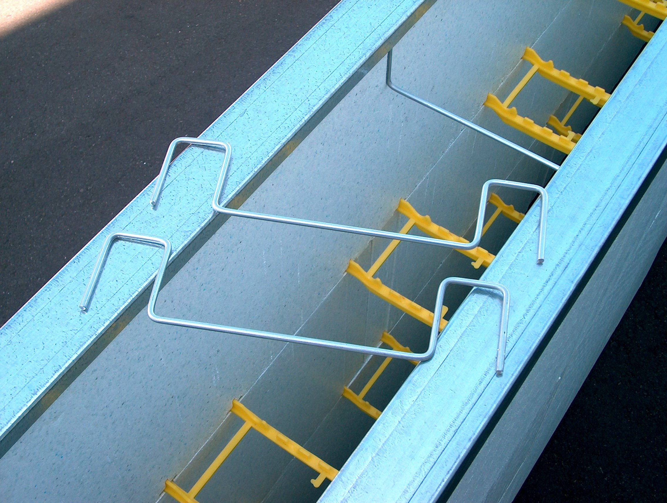 Quad-Lock Metallfußschienen & Drahtbügel – Quad-Lock Isolierende ...